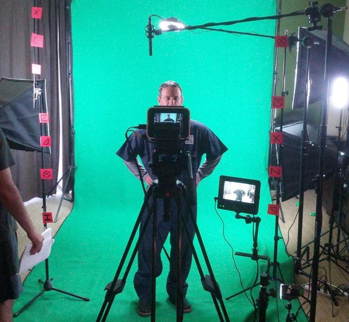 I Screen, You Screen, We All Screen for Green Screen - Hand